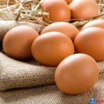 Lăn trứng gà trị thâm mắt hiệu quả