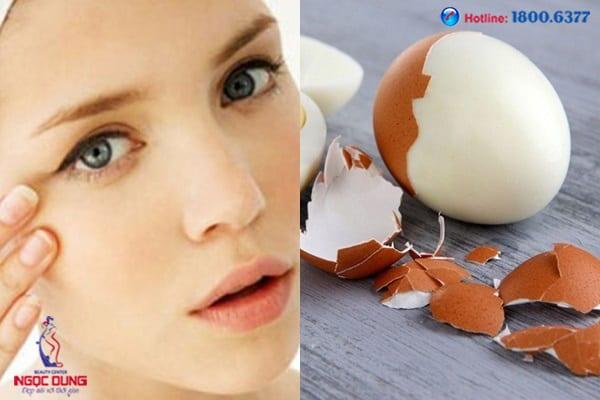 Lăn trứng gà trị thâm mắt