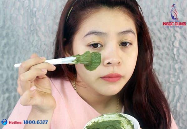 Trị thâm quầng mắt bằng trà xanh hiệu quả