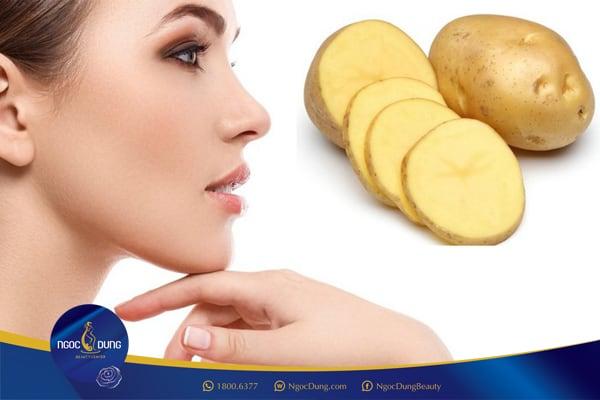 Trị thâm quầng mắt bằng nước ép khoai tây