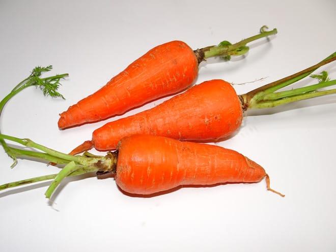 mẹo bóc vỏ cà rốt - cách trị mụn