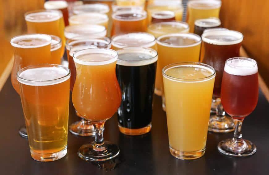 Cách xóa nếp nhăn bằng bia