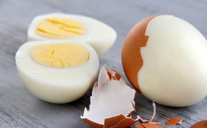 Trị bọng mắt bằng trứng gà