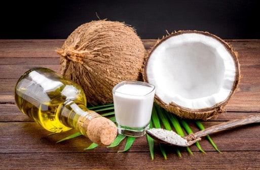 Trị mụn cám bằng dầu dừa